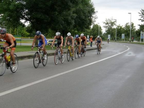 Ekipni triatlon u Zagrebu na Jarunu