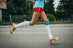 girl athlete running a marathon