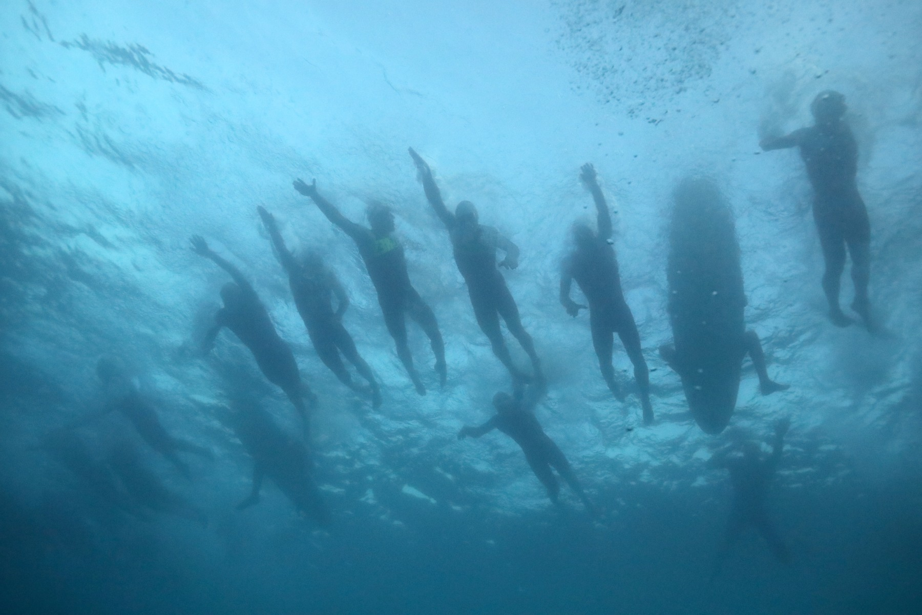 KAILUA KONA, HI - OCTOBER 14: Swimmers compete during the IRONMAN World Championship on October 14, 2017 in Kailua Kona, Hawaii. (Photo by Tom Pennington/Getty Images for IRONMAN)